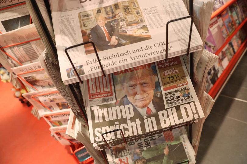 トランプ大統領を報じる新聞