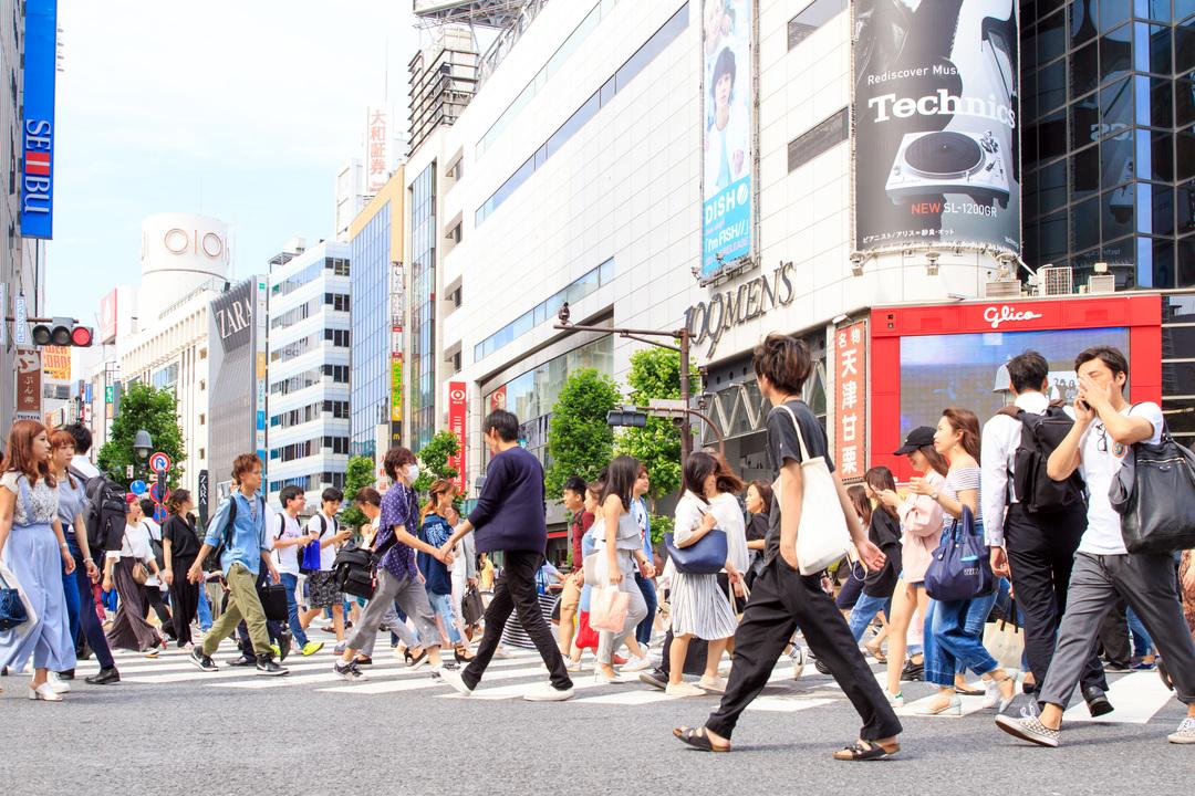 渋谷を行き来する若者