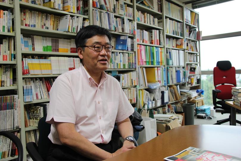 リベラルアーツ研究教育院長の上田紀行教授。