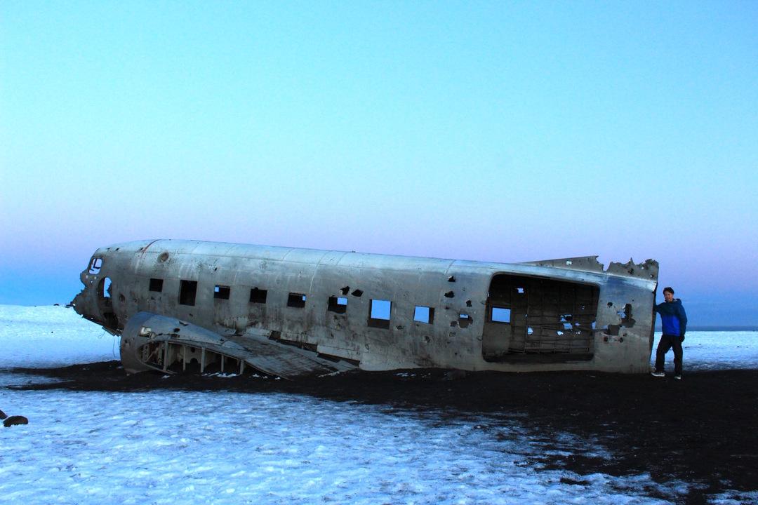 出張後訪れたアイスランドで見つけた墜落船と升井さん