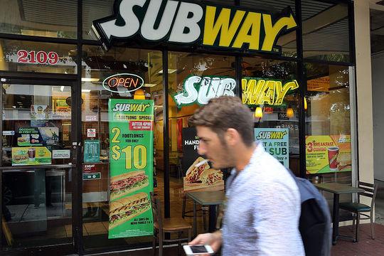 アメリカで店舗数の多い飲食&小売り13チェーン