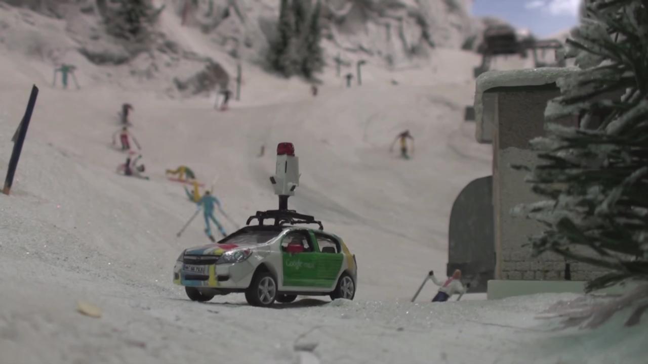 スキー場のふもとを走るグーグルカー