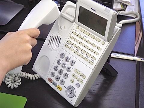 ビジネスマナーとしての電話はアリかナシか ——「電話は時間を奪う」アンチ派が台頭