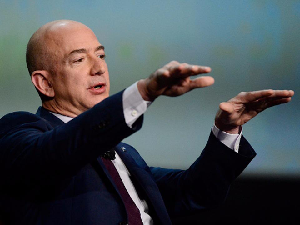 アマゾンのジェフ・ベゾスCEOの写真