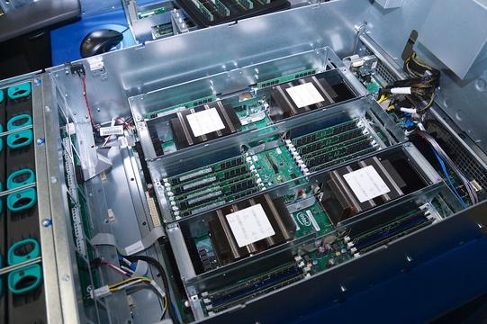 6兆円市場で対決 王者インテルvs. AMD「新世代CPU争い」 —— 再びシェアを獲れるのか?