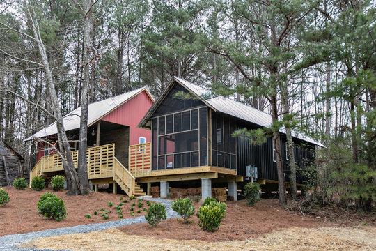 アメリカでも超ミニマル住宅が人気? 建材費160万円の美しいコテージ