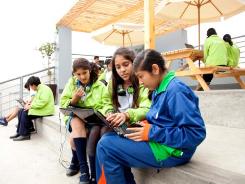 「デザイン思考」のIDEOが取り組んだ教育システム改革