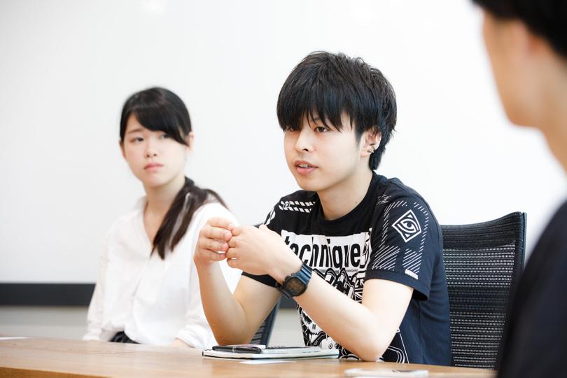 座談会で語る田中さん