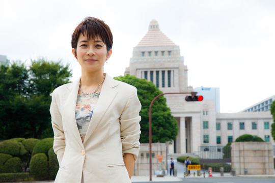 子育てしながら権力と対峙する——菅官房長官に切り込む東京新聞・望月記者に聞く