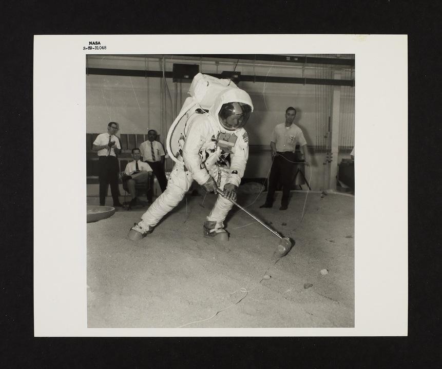 NASAによるアポロ11号報道発表用写真(1/2)