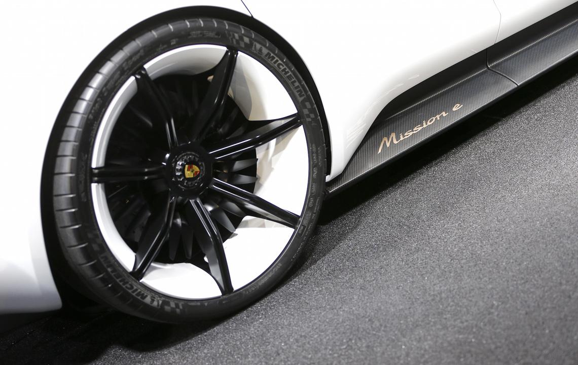 ミッションEのタイヤの写真