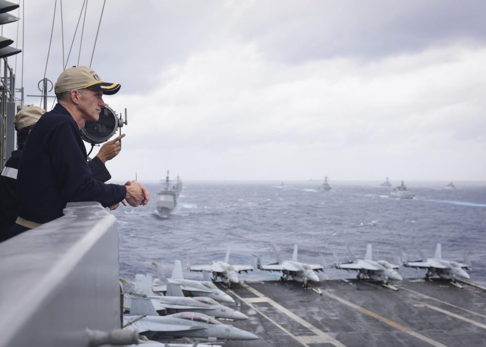 アメリカ海軍第11空母打撃群を指揮するビル・バーン少将