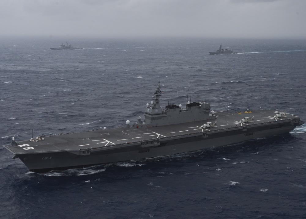 日本のヘリコプター護衛艦。