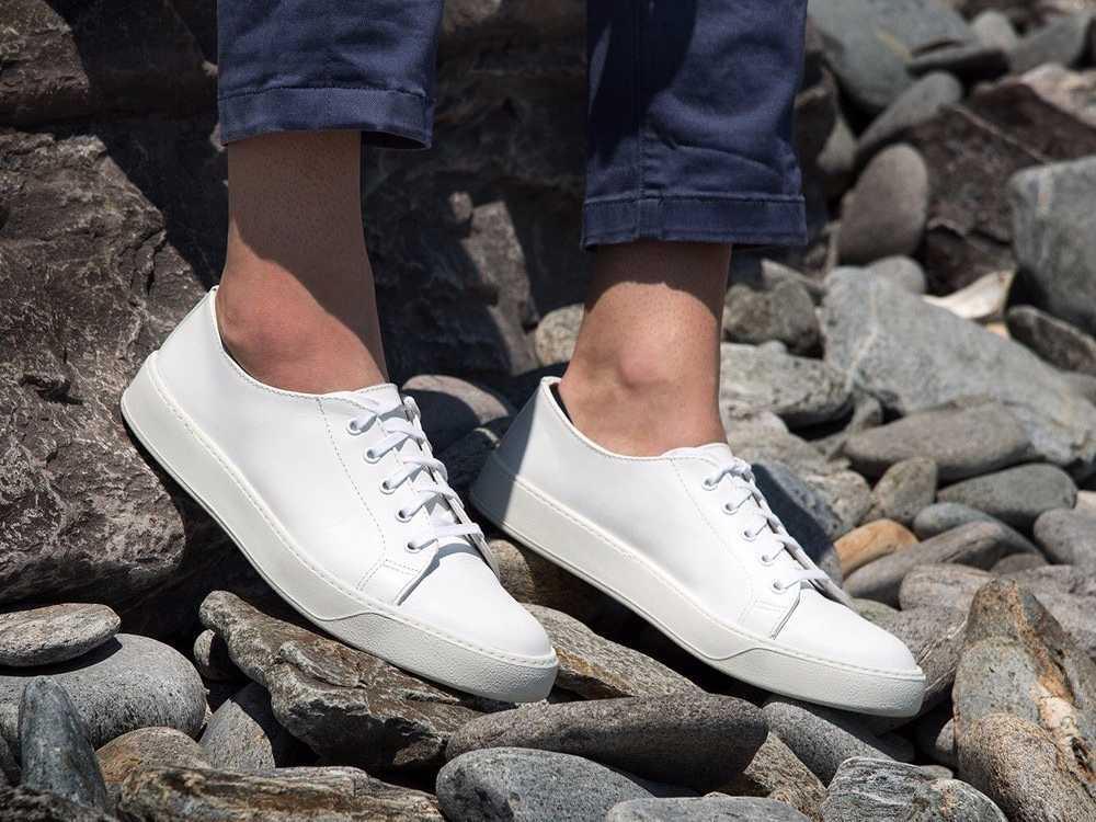 白のスニーカー