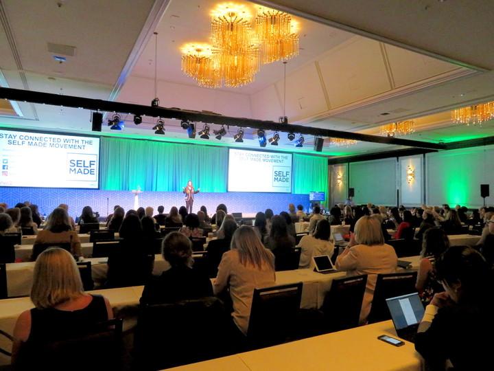 デル女性起業家ネットワークのステージ