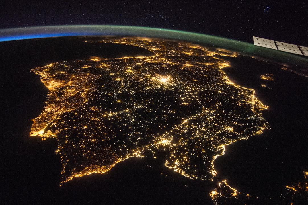国際宇宙ステーションから撮影された夜のイベリア半島の写真