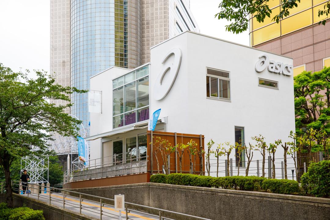 スカイツリーのふもとには2017年5月にオープンした「アシックスコネクショントウキョウ(ASICS CONNECTION TOKYO)」がある。カフェやロッカー、シャワールームが併設。ランナーのステーションとなっている。