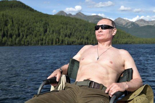 夏休みもワイルド? プーチン大統領がシベリアで過ごした休暇とは