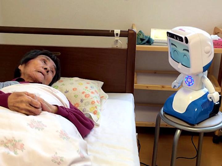 高齢者と介護ロボット