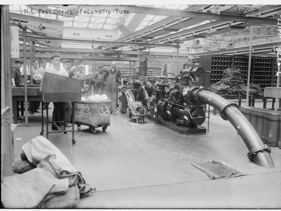 ニューヨークの郵便局の空気圧チューブ