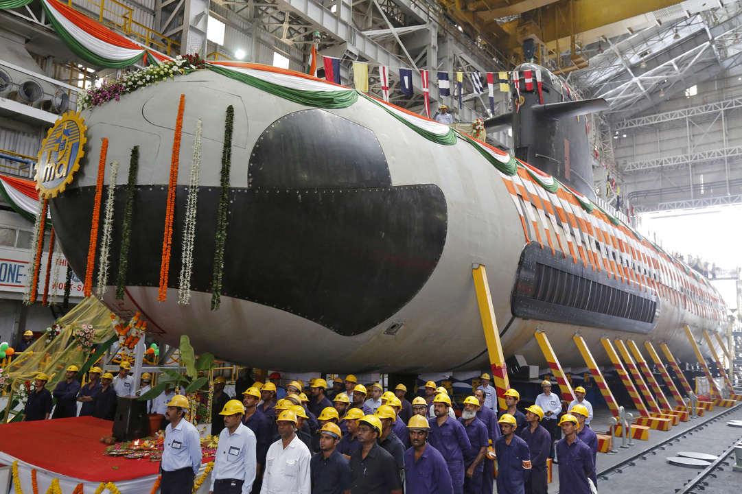 インド海軍初のスコルペヌ型潜水艦の進水式