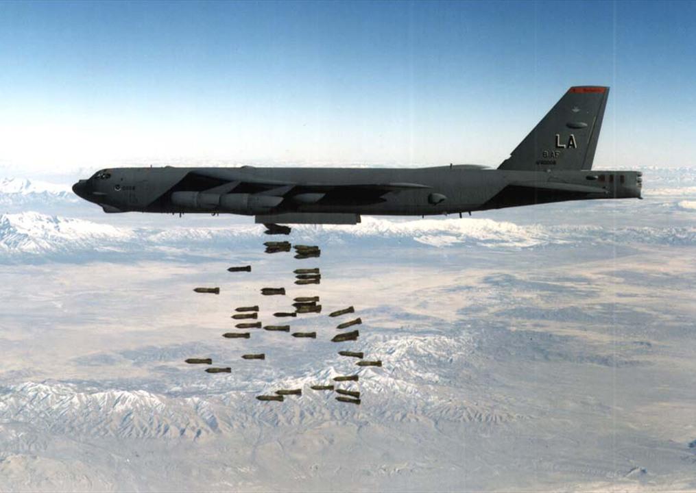 爆撃中のB-52