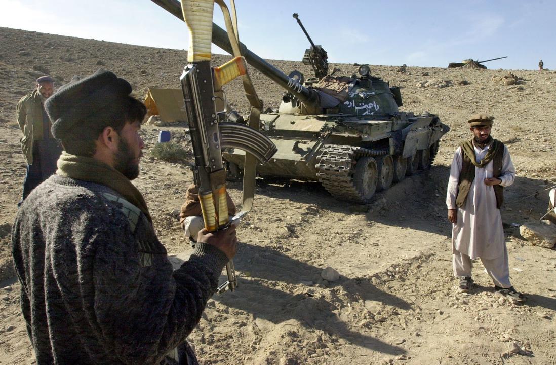 アフガニスタン東部で戦う反タリバン勢力の地元兵