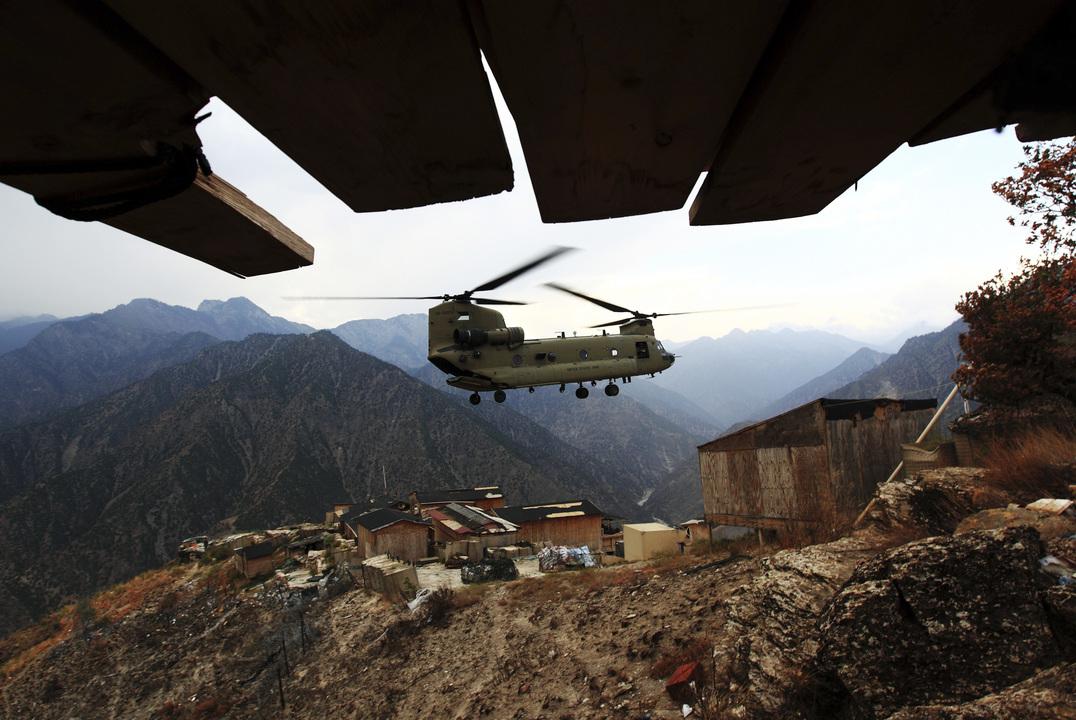 離陸中のヘリコプター