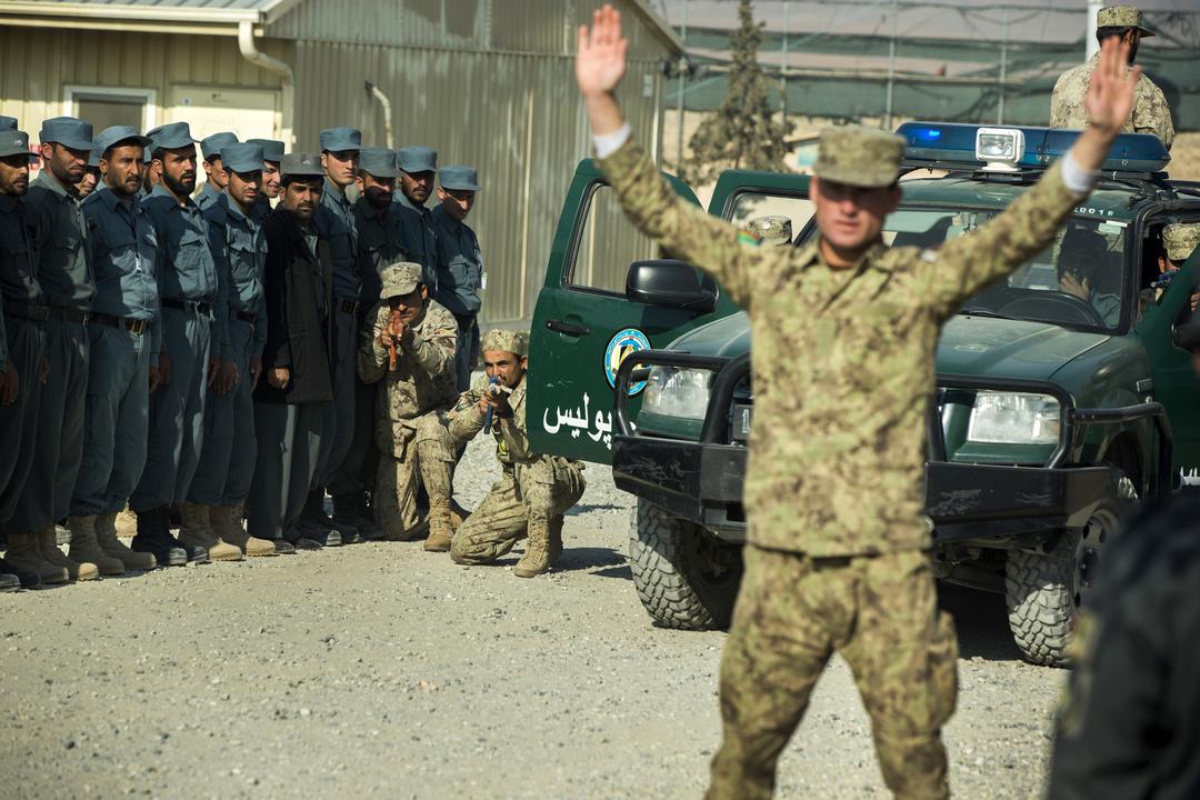 アフガニスタン国家警察による訓練の様子