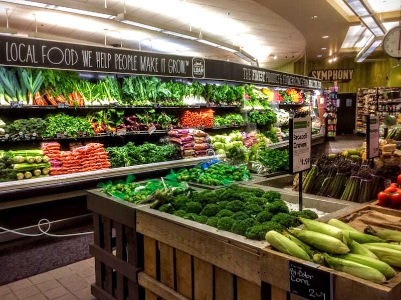 ホールフーズの野菜売り場