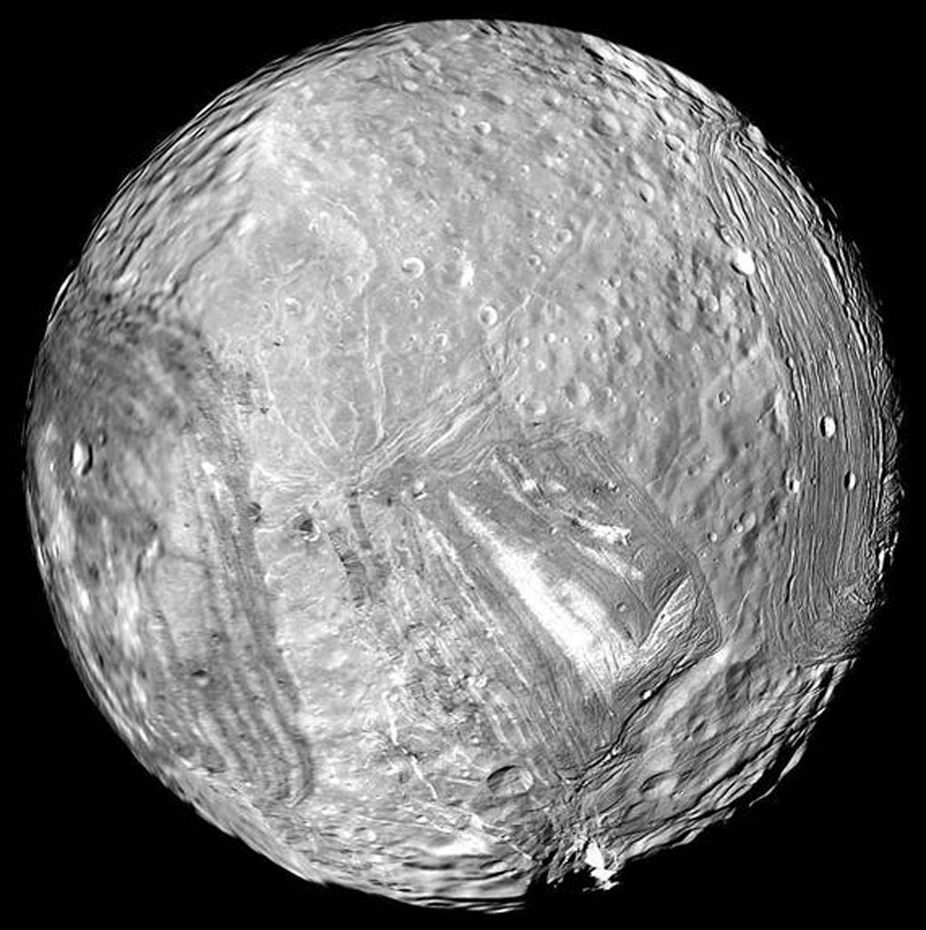 ボイジャー2号が撮影した、天王星の衛星ミランダ