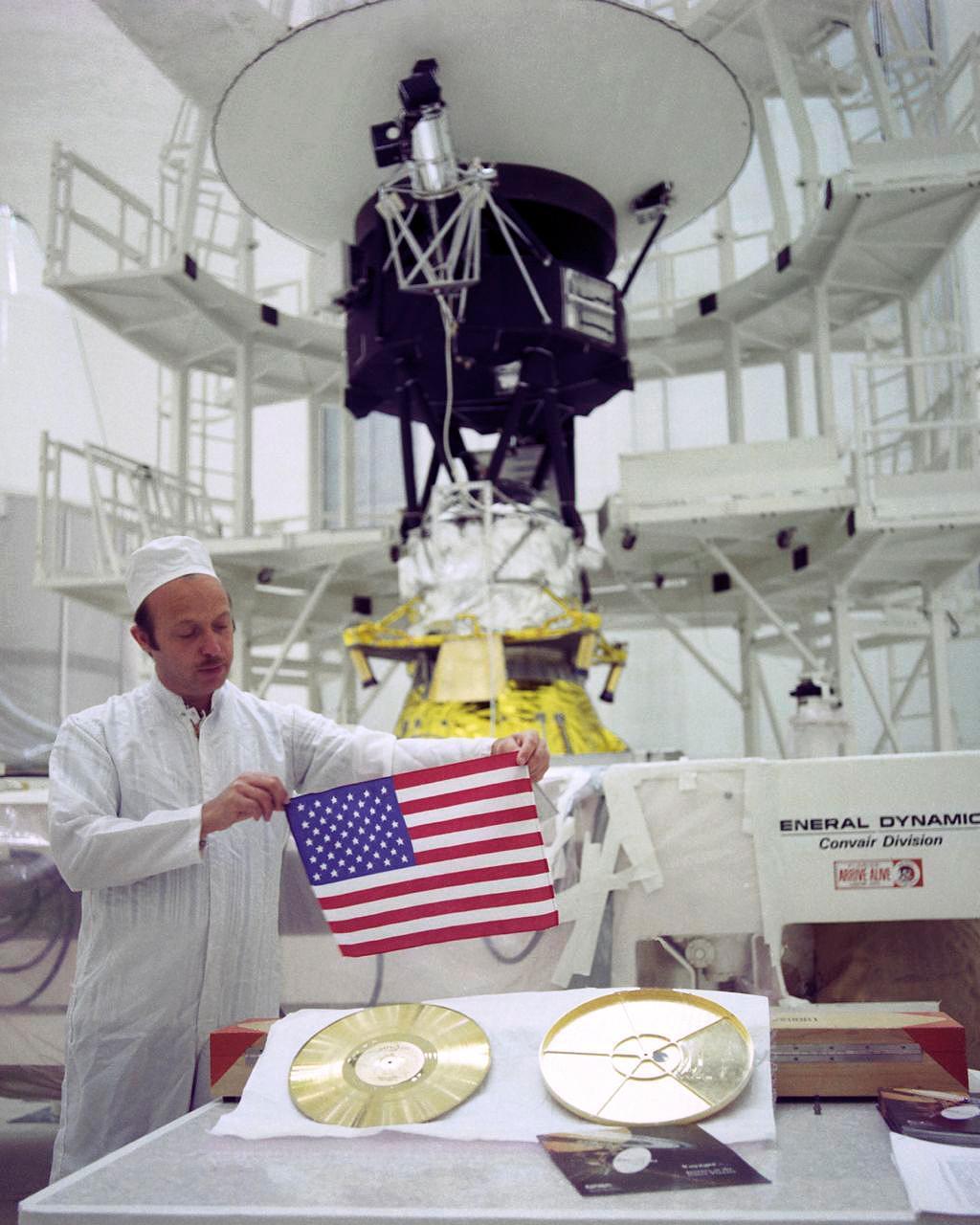 ゴールデンレコードとアメリカ国旗