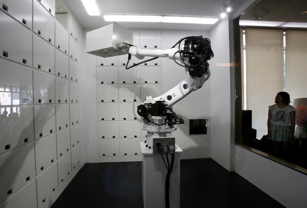 クロークルームのロボット
