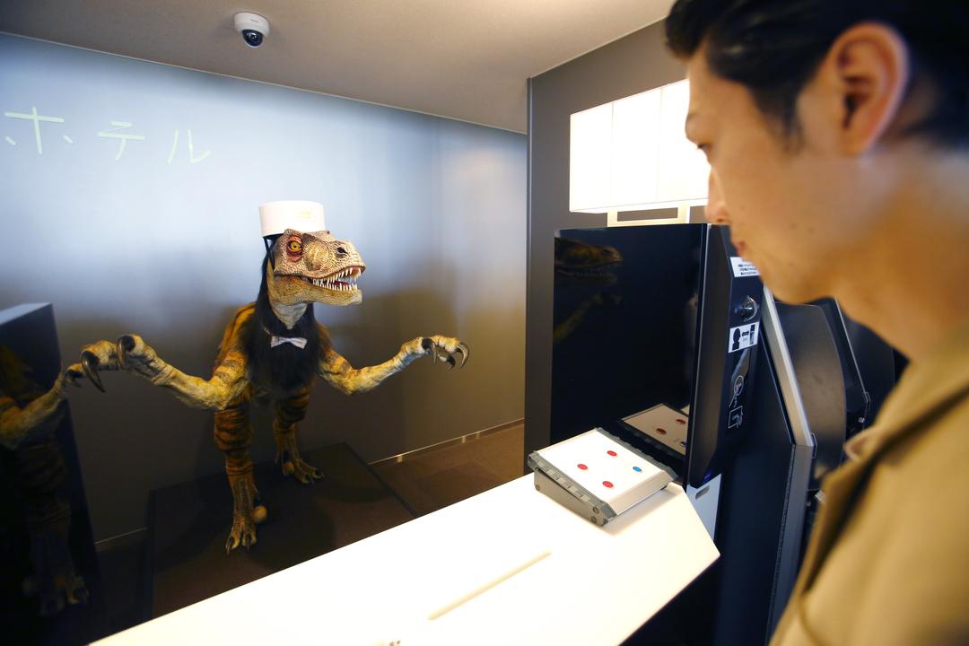 受付係をする恐竜