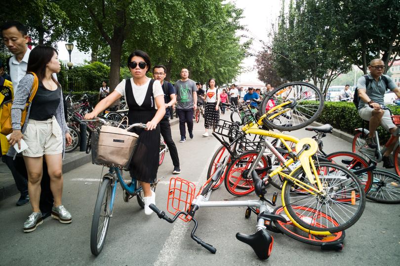 シェア自転車が乗り捨てられている様子