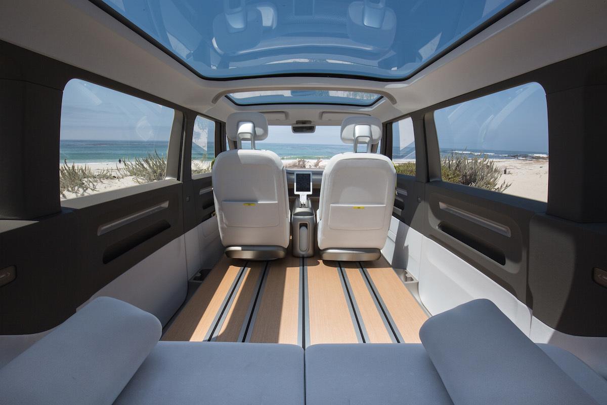 コンセプトモデル、後部座席から前方へのショット