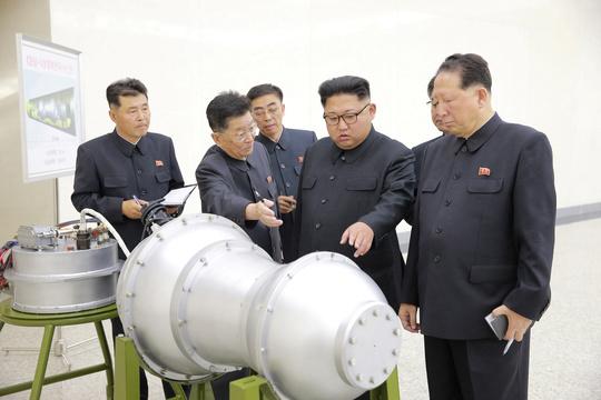 核開発計画を視察する金正恩朝鮮労働党委員長
