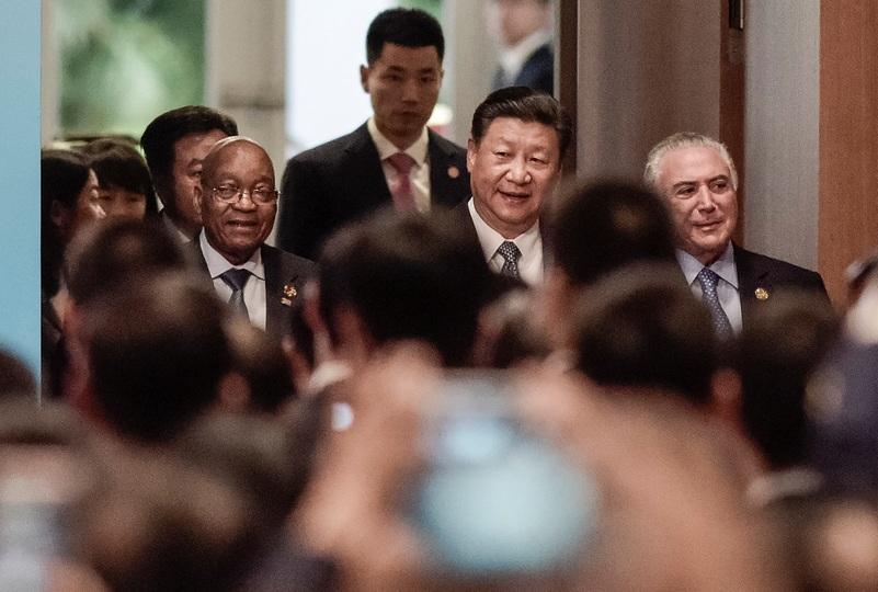 南アフリカ共和国のジェイコブ・ズマ大統領、中国の習近平国家主席、ブラジルのミシェル・テメル大統領。