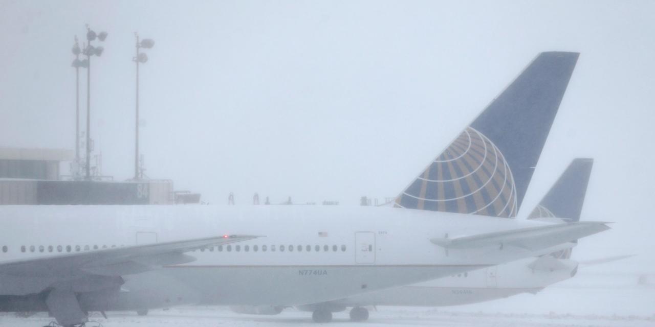 霧のかかった空港
