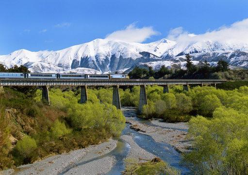 最高の旅を約束! 死ぬまでに乗っておきたい世界の鉄道12選