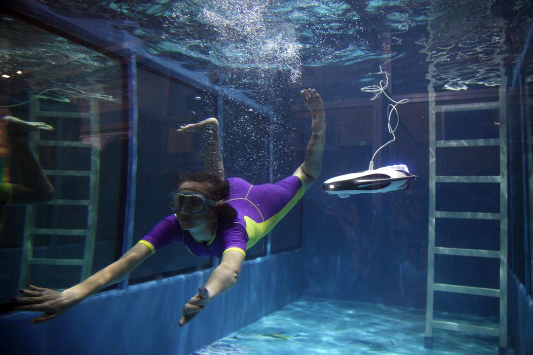 水中モデルのドローン