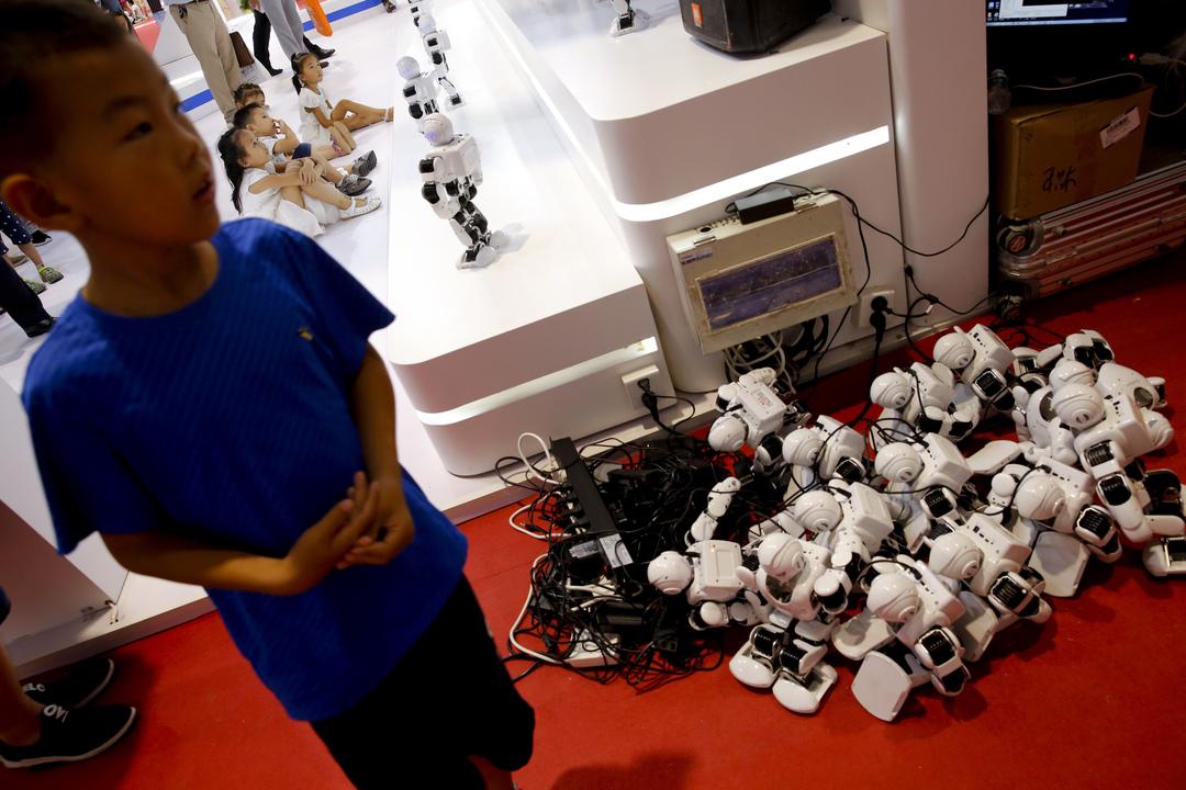 充電中のロボット