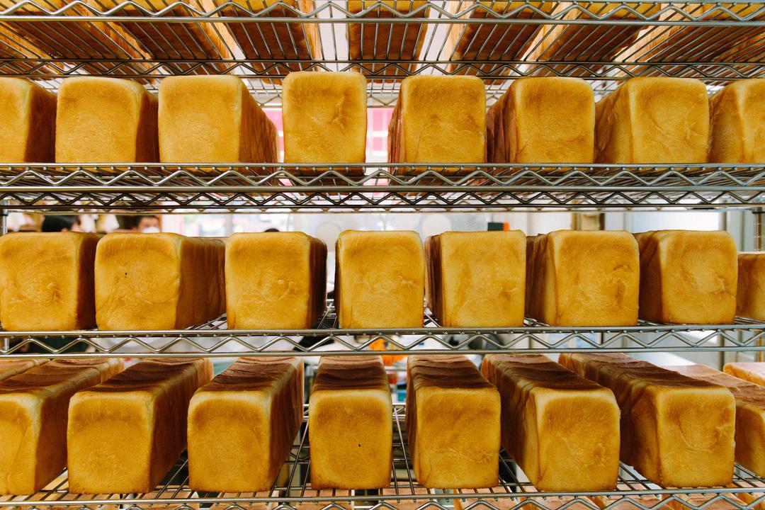 網棚の食パン