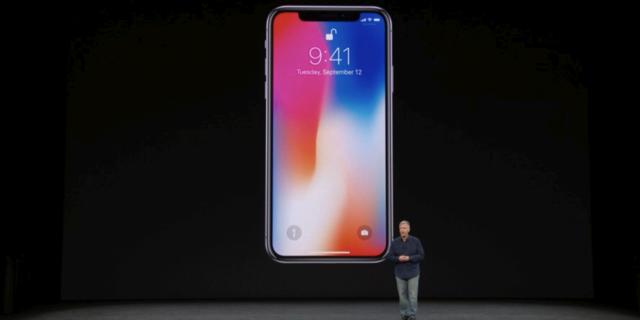 アップル、「iPhone X」「iPhone 8/8 Plus」の3モデルを発表