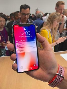 「iPhone X」は品薄でも売れる、問題はiPhone8だ —— 「半額」の国・日本の特殊事情