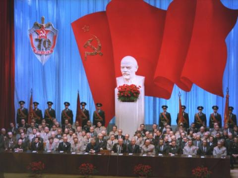 Kgb プーチン 日本人も知っておくべきプーチン大統領の黒い素顔:日経ビジネス電子版