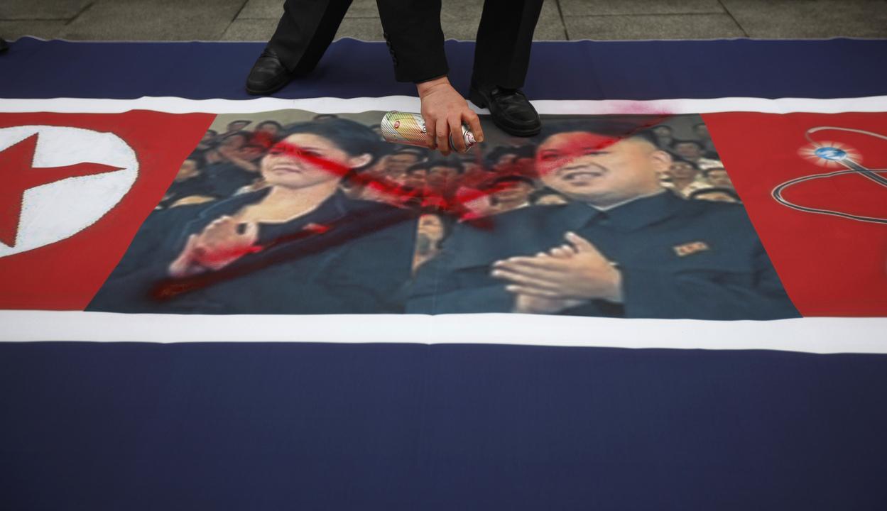 北朝鮮国旗_金正恩_李雪主