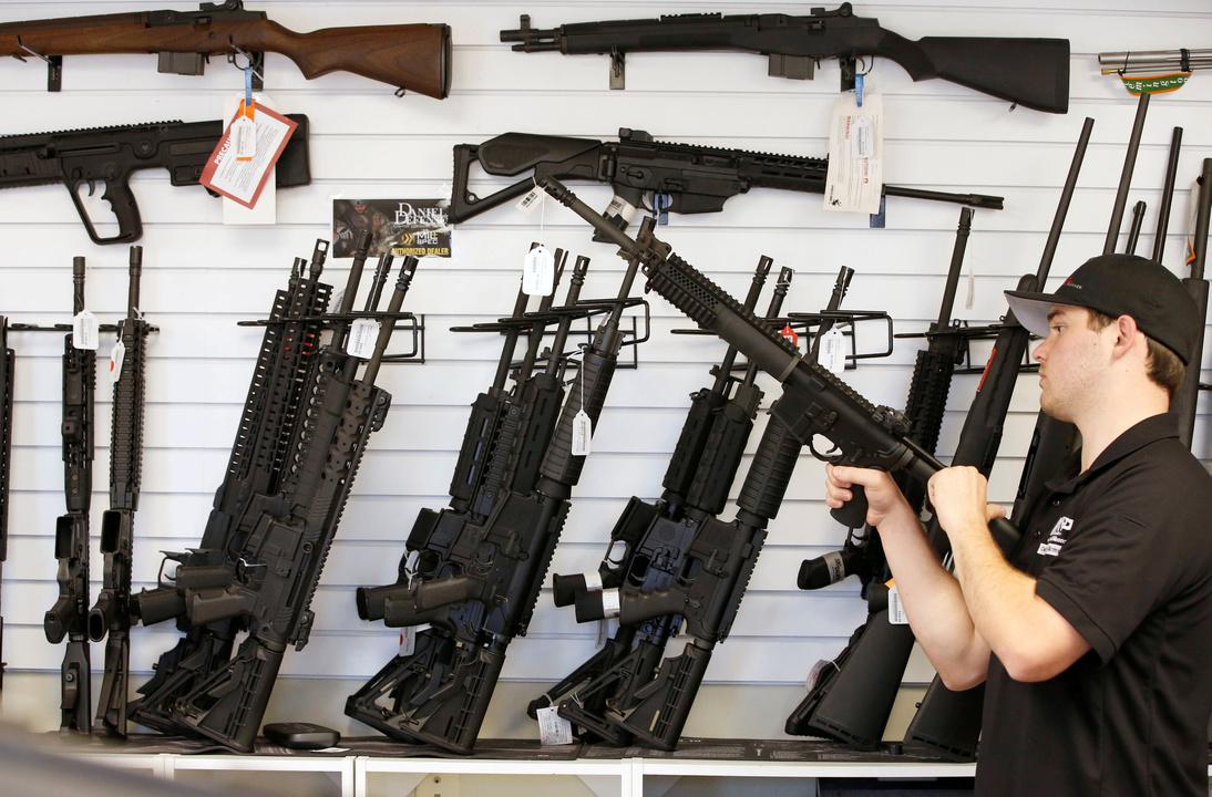 店頭に並ぶ数多くの銃