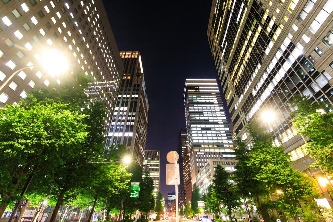 夜のオフィス街