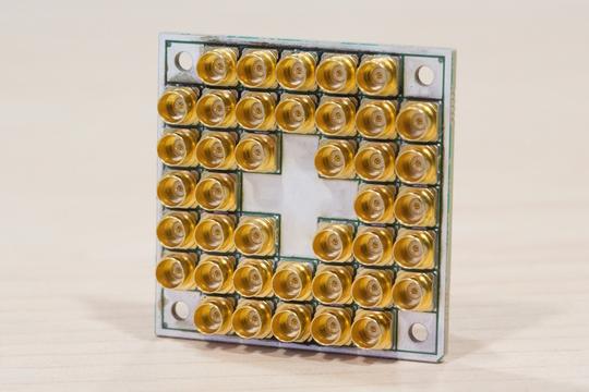 量子コンピューター開発で存在感を増すインテル、IBMとグーグルを追い抜くか?